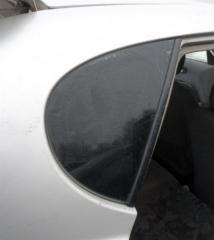 Запчасть стекло заднее правое Daihatsu Storia 1998