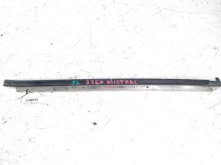 Молдинг лобового стекла передний левый NISSAN MISTRAL 02.1996