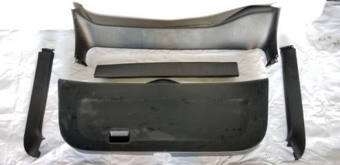 Обшивка двери багажника задняя TOYOTA PRIUS 2004.09