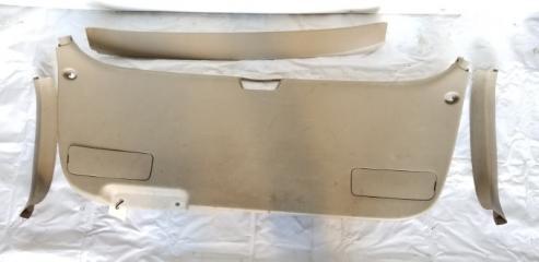 Обшивка двери багажника задняя TOYOTA GAIA