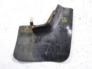 Брызговик передний правый NISSAN SAFARI 1989