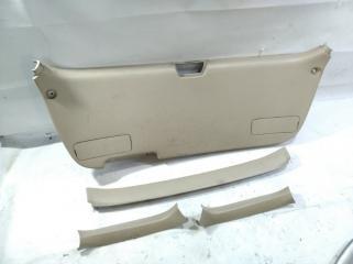 Обшивка двери багажника TOYOTA GAIA 1998