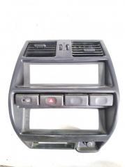 Запчасть консоль магнитофона передний NISSAN MISTRAL 1996