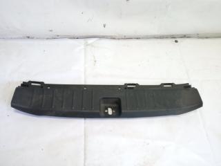 Пластик замка багажника задний HONDA FIT SHUTTLE 2011