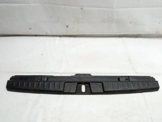 Пластик замка багажника задний HONDA HRV 2003