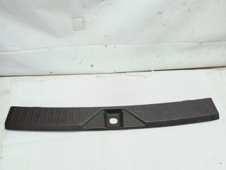 Пластик замка багажника задний INFINITI QX56 2005