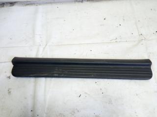 Накладка на порог салона передняя правая HONDA HRV 2000