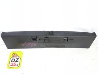 Пластик замка багажника задний HONDA STEP WAGON 2010