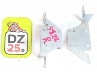 Крепление магнитофона переднее NISSAN SERENA 2008