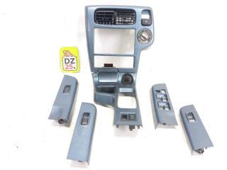 Консоль магнитофона передний NISSAN TERRANO REGULUS 2002