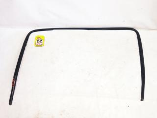 Молдинг лобового стекла передний HONDA HRV 2001