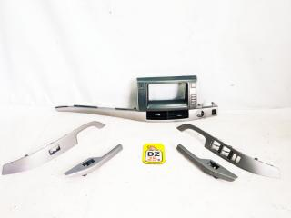Запчасть консоль магнитофона передний TOYOTA ESTIMA 2009