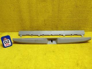 Пластик замка багажника задний TOYOTA ESTIMA 2009