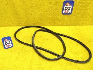 Запчасть уплотнительная резинка багажника задняя MITSUBISHI CHALLENGER 1997