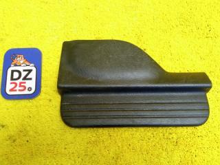 Накладка на порог салона задняя правая HONDA HRV 2004