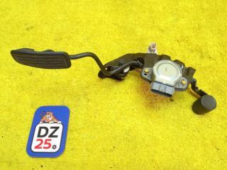 Педаль подачи топлива передняя правая TOYOTA TOWN ACE NOAH 2000