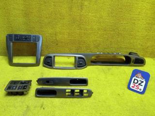 Консоль магнитофона передний NISSAN LIBERTY 2004