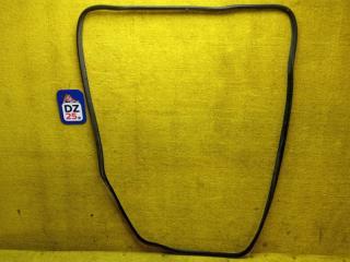Уплотнительная резинка багажника задняя MITSUBISHI DELICA 1998