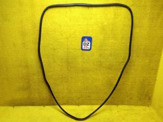 Уплотнительная резинка багажника задняя NISSAN ELGRAND 1997