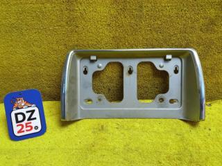 Накладка на дверь багажника задняя TOYOTA HIACE 1994