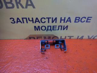 Запчасть кронштейн тросов ручного тормоза Renault Fluence 1 2009-2013