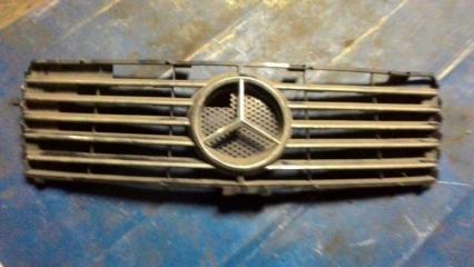Решетка радиатора Mercedes-Benz