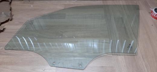 Запчасть стекло двери переднее левое Ssangyong Rexton 2002