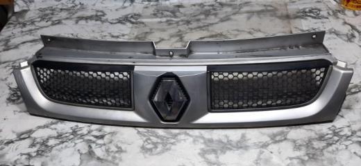 Решетка радиатора Renault Trafic 2005