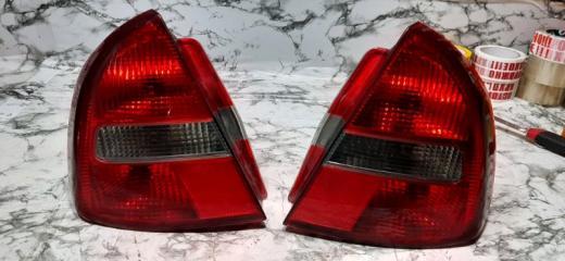 Запчасть фонарь задний левый Mitsubishi Carisma 1999-2003