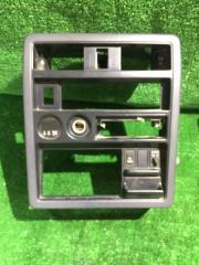 Запчасть рамка магнитофона Nissan Safari 1990