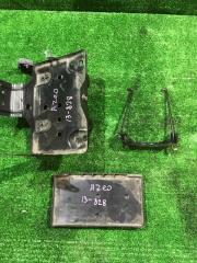 Крепление аккумулятора Nissan LEAF 2013