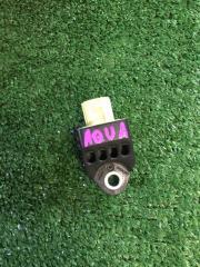 Запчасть датчик удара передний Toyota Aqua 2015