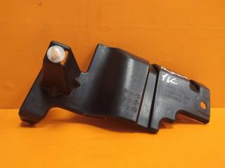 Запчасть кронштейн решетки радиатора передний левый Mitsubishi Outlander 2012-нв