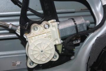 Моторчик стеклоподъёмника передний левый MERCEDES E-CLASS 2006