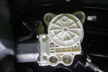 Моторчик стеклоподъёмника передний левый MERCEDES E-CLASS 2005