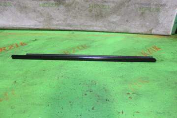 Уплотнитель стекла передний правый MERCEDES E-CLASS 2008