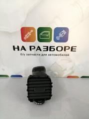 Запчасть дефлектор на торпедо Volvo s60 2012
