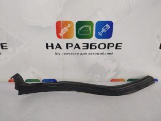 Запчасть уплотнительная резинка капота левая Mercedes-Benz C-Class 2001