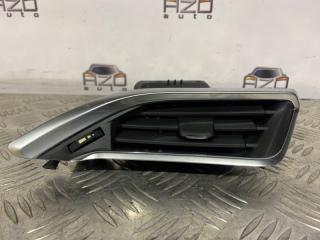 Запчасть дефлектор воздушный правый Peugeot 208 2013
