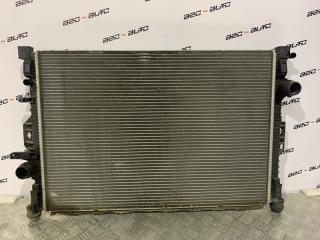 Запчасть радиатор охлаждения двигателя Volvo V70 2010