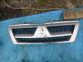 Решетка радиатора Mitsubishi Pajero 2003