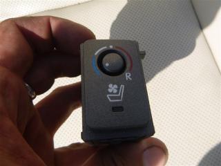 Кнопка подогрева сидений Lexus Ls600Hl UVF46 2URFSE 2008 прав. (б/у)