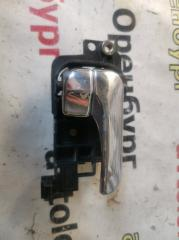 Запчасть ручка двери внутренняя правая Nissan bluebird 1991-1995