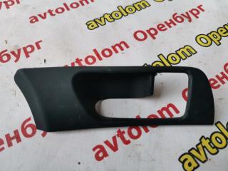 Запчасть накладка ручки двери правая Toyota Avensis