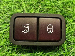 Запчасть кнопка закрытия крышки багажника Mercedes-Benz C-Class