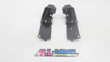 Запчасть комплект кронштейнов крепления радиатора передний BMW 3-Series 2004 - 2008