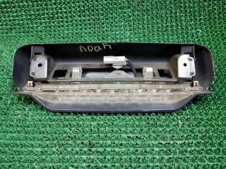 Дополнительный стоп сигнал Toyota Noah 2001-2007