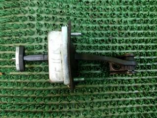 Запчасть ограничитель двери задний правый Ford Focus 2+ 2008-2011