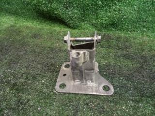 Запчасть кронштейн бампера передний правый Renault Megane 2 2003-2009