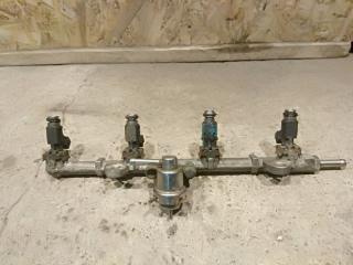 Запчасть топливная рампа Geely MK 2011